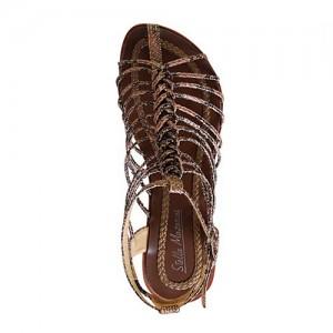 Змеиная кожа.  Сразу два тренда лета - имитация кожи питона и плетеные сандалии с ремешком вокруг щиколотки.