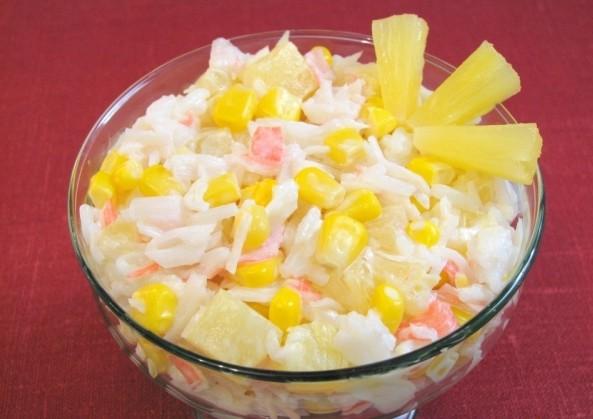 салат из крабов и перепелиных яиц