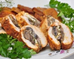 Вкусный рецепт куриного рулета с шампиньонами и сыром
